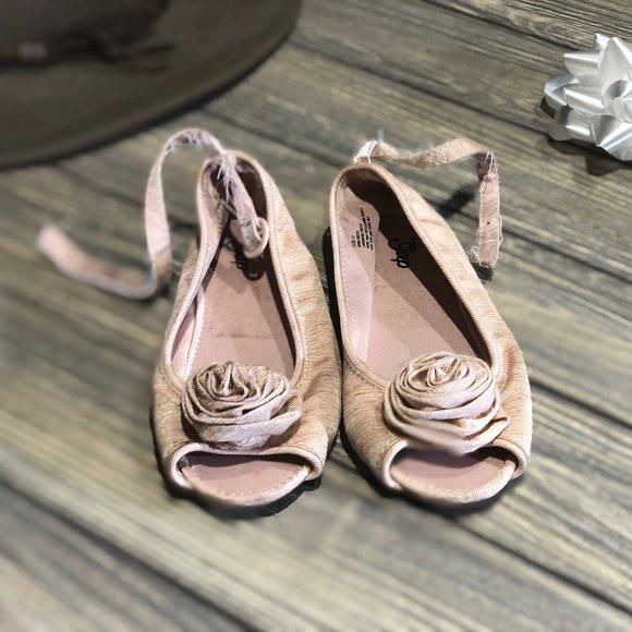 GAP Shoes   Little Girls Dress Size 11